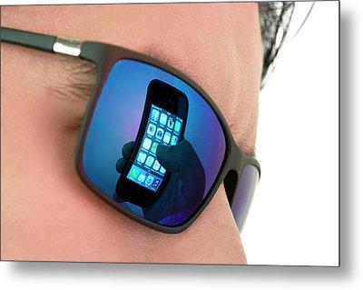 Smartphone Use Metal Print by Daniel Sambraus