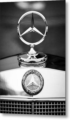 Mercedes-benz Hood Ornament Metal Print by Jill Reger