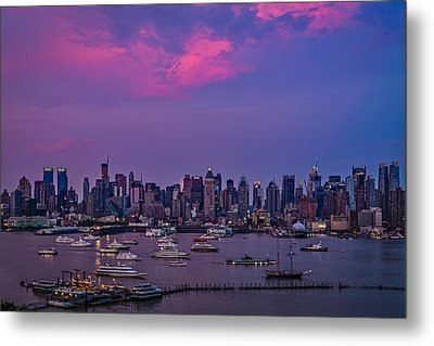 A Spectacular New York City Evening Metal Print by Susan Candelario
