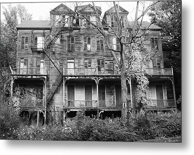 Abandoned 8284 Metal Print by Guy Whiteley