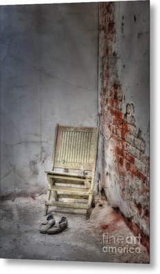 Abandoned But Not Forgotten Metal Print by Susan Candelario