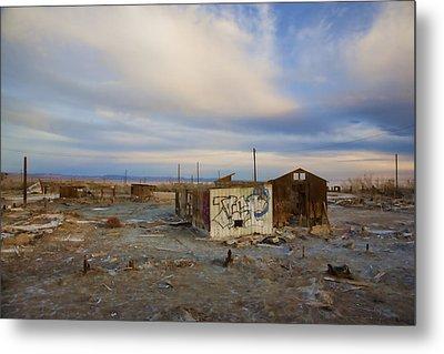 Abandoned Home Salton Sea Metal Print by Hugh Smith
