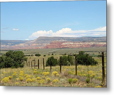 Abiquiu, New Mexico Metal Print by Gordon Beck