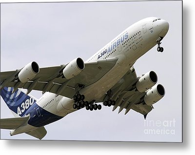Airbus A380 In Flight Metal Print by Andrew Wheeler
