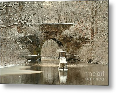 An Arched Stone Bridge Metal Print by Linda Jackson