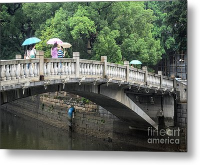 Arched Chinese Bridge With Umbrellas - Shamian Island - Guangzhou - Canton - China Metal Print by David Hill