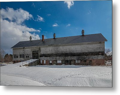 Barn At Amhi   7k00315 Metal Print by Guy Whiteley