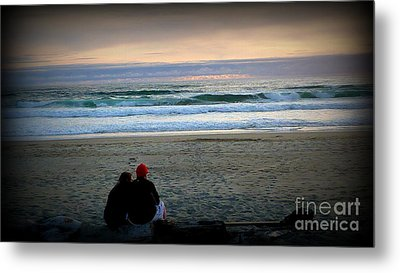 Beach Lovers Metal Print by Susan Garren