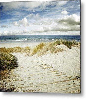 Beach View Metal Print by Les Cunliffe