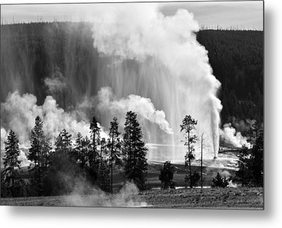 Beehive Geyser Shower In Black And White Metal Print by Bruce Gourley