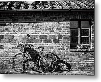 Bicycle In Black And White Metal Print by Clint Brewer
