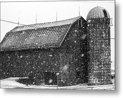 Black And White Barn Metal Print by Tim Buisman