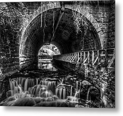 Black And White Waterfall Metal Print by Tim Buisman