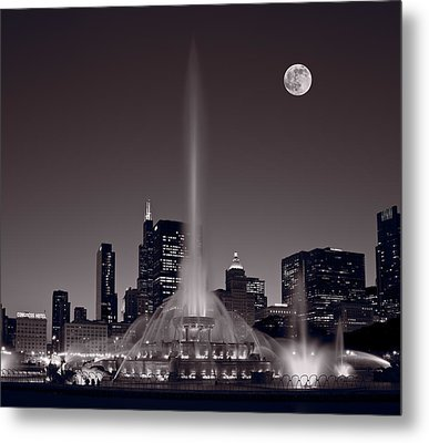 Buckingham Fountain Nightlight Chicago Bw Metal Print by Steve Gadomski