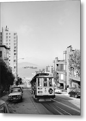Cable Car On Hyde Street Hill Metal Print by Underwood Archives
