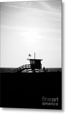 California Lifeguard Stand In Black And White Metal Print by Paul Velgos
