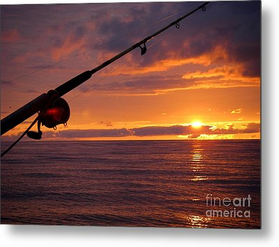 Catching A Last Glimpse Of The Sunset. Metal Print by Sylvie Heasman
