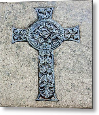 Celtic Cross IIi Metal Print by Suzanne Gaff