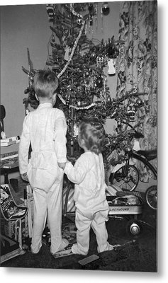 Children Check Christmas Tree Metal Print by Underwood Archives