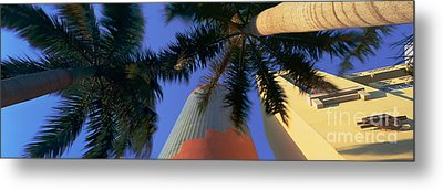 China Grill Metal Print by Rod McLean