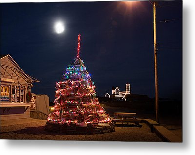 Christmas At Maines Nubble Lighthouse Metal Print by Jeff Folger