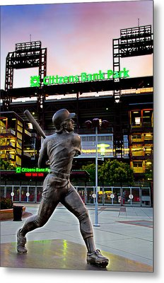Citizens Bank Park - Mike Schmidt Statue Metal Print by Bill Cannon