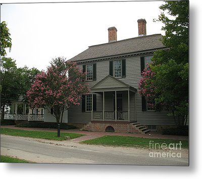 Clapboard House Colonial Williamsburg Metal Print by Christiane Schulze Art And Photography