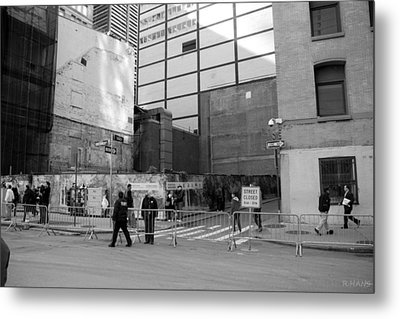 Construction In Black And White Metal Print by Rob Hans