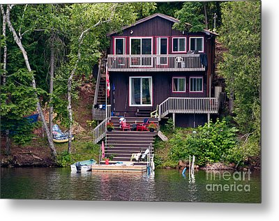 Cottage On The Water Metal Print by Les Palenik