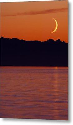 Crescent Moon Metal Print by Jim Lundgren