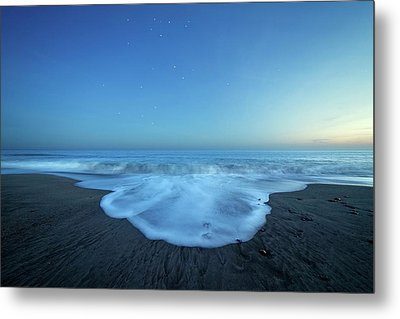 Crux Constellation Over Coastal Waters Metal Print by Luis Argerich