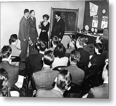 Crystallography Lecture Metal Print by Emilio Segre Visual Archives/american Institute Of Physics