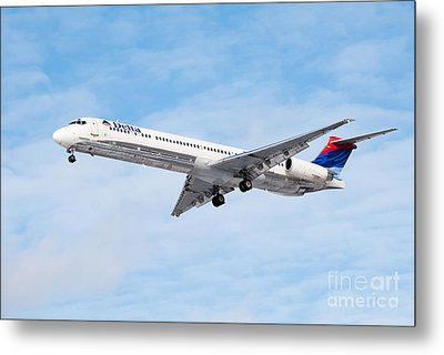 Delta Air Lines Mcdonnell Douglas Md-88 Airplane Landing Metal Print by Paul Velgos