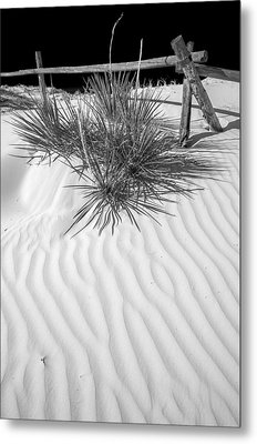 Dune And Black Sky Metal Print by Arkady Kunysz