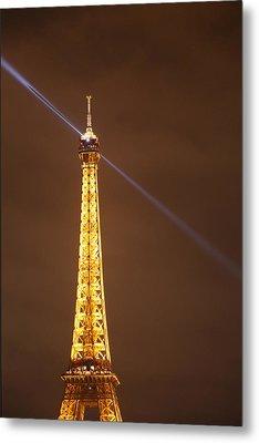 Eiffel Tower - Paris France - 011334 Metal Print by DC Photographer