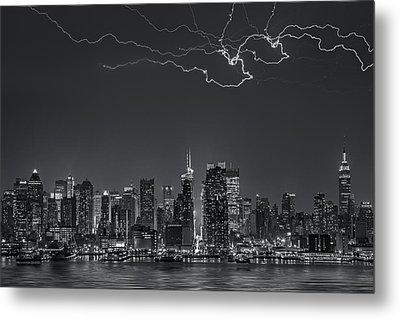Electrifying New York City Bw Metal Print by Susan Candelario