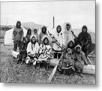 Eskimos At The Penny River Metal Print by Underwood Archives