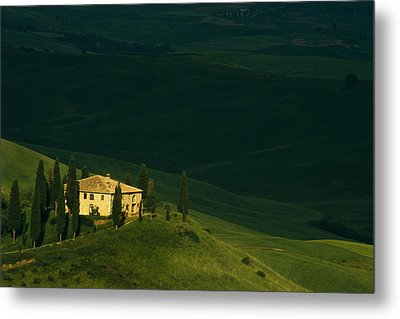 Farmhouse Tuscan Metal Print by Andrew Soundarajan