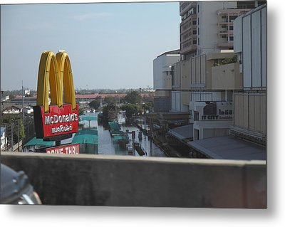 Flooding Of The Streets Of Bangkok Thailand - 01138 Metal Print by DC Photographer