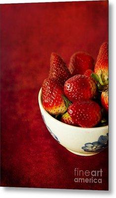 Fresh Strawberries In China Bowl Metal Print by Jaroslaw Blaminsky