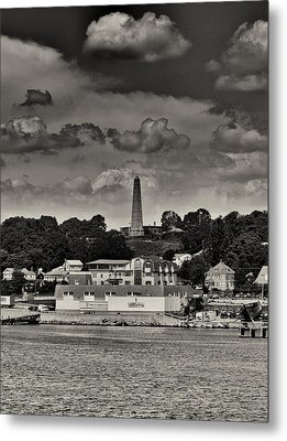 Ft Griswald Monument Black And White Metal Print by Joshua House