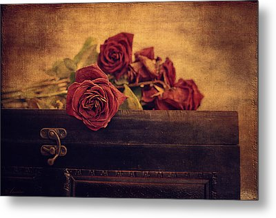 Give Me The Roses While I Live Metal Print by Maria Angelica Maira