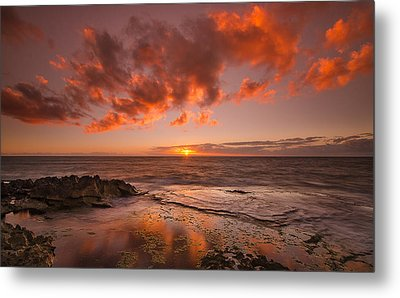 Golden Hawaii Sunset  Metal Print by Tin Lung Chao