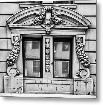 Gothic Style Window - Nyc Metal Print by Bill Cannon