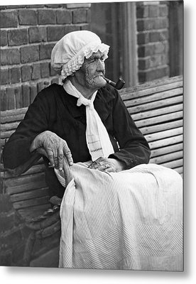 Grandma Smokes Pipe At Age 92 Metal Print by Underwood Archives