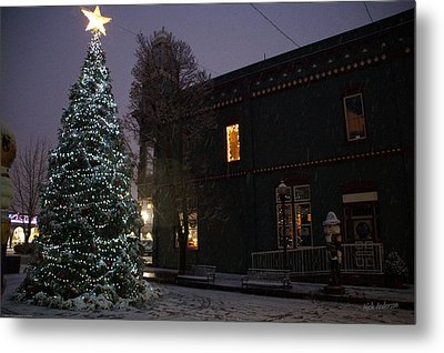 Grants Pass Town Center Christmas Tree Metal Print by Mick Anderson