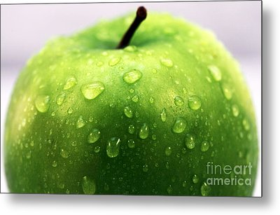 Green Apple Top Metal Print by John Rizzuto