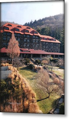 Grove Park Inn In Early Winter Metal Print by Paulette B Wright