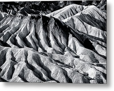 Hiding Places At Death Valley Metal Print by John Rizzuto