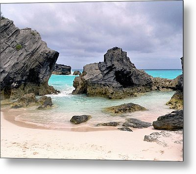 Horseshoe Beach In Bermuda Metal Print by Janice Drew
